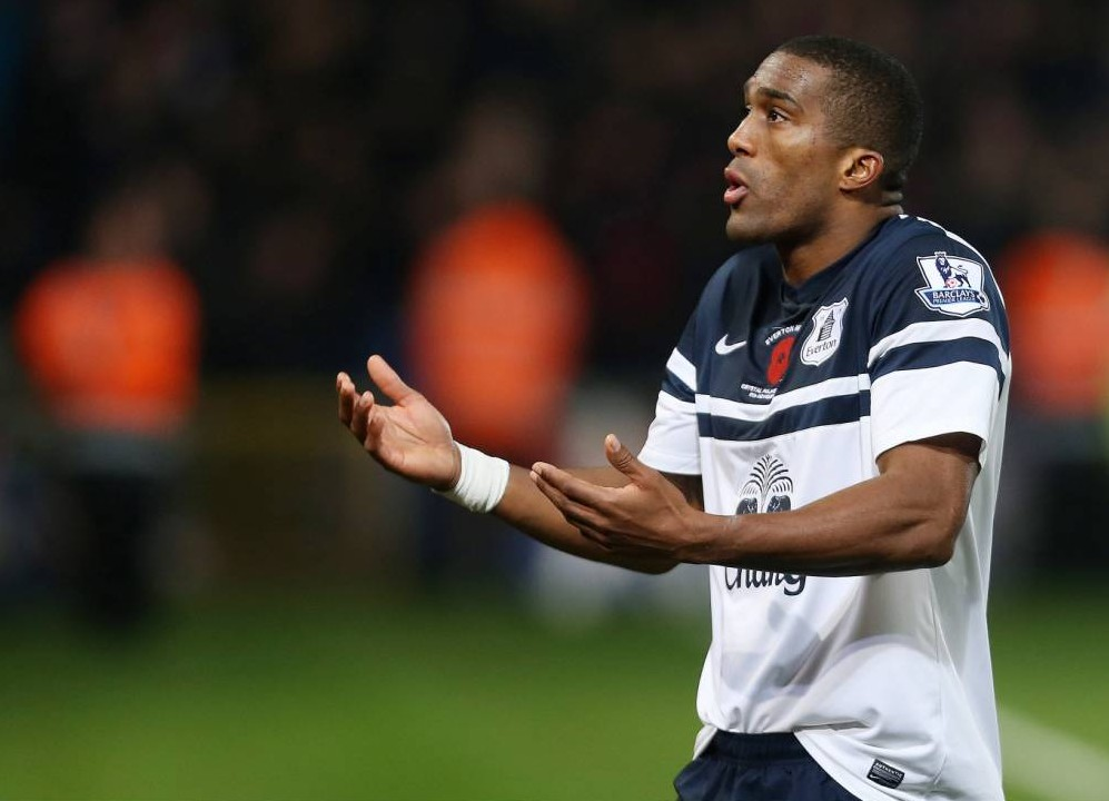 Sylvain Distin confronts Everton fans after Crystal Palace draw