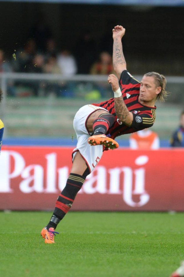 VERONA, ITALY - NOVEMBER 10:  Philippe Mexes of AC Milan in action during the Serie A match between AC Chievo Verona and AC Milan at Stadio Marc'Antonio Bentegodi on November 10, 2013 in Verona, Italy.  (Photo by Dino Panato/Getty Images)