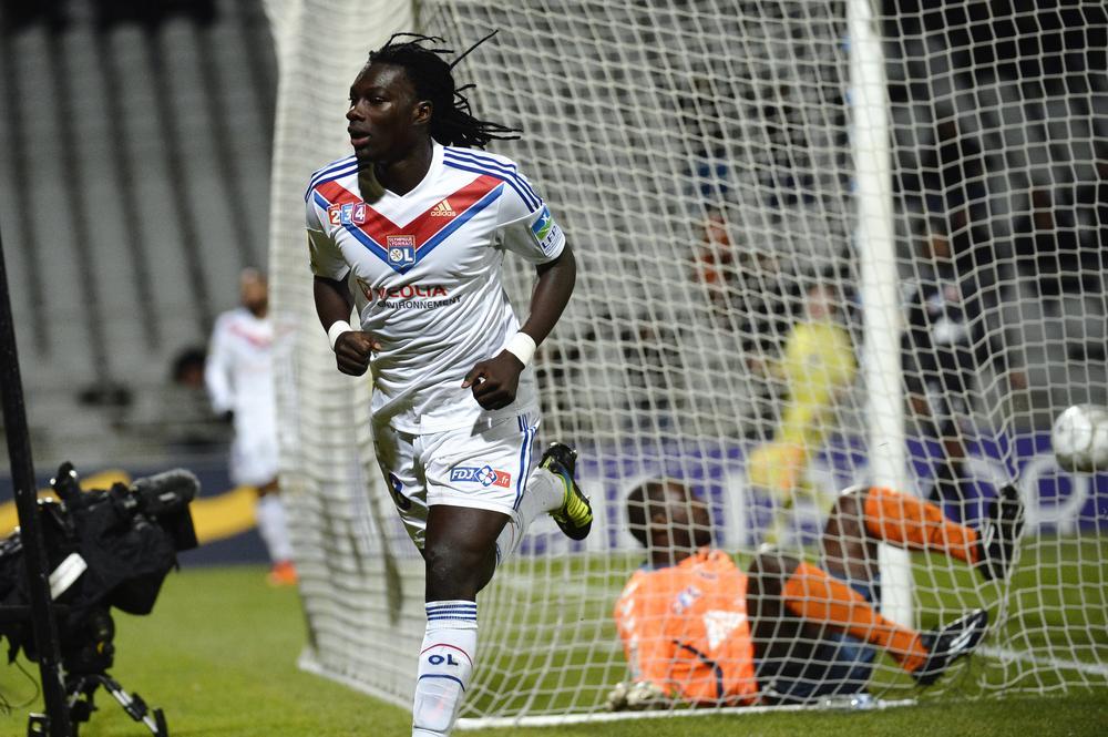 Tottenham eye cut price deal for Lyon striker Bafetimbi Gomis