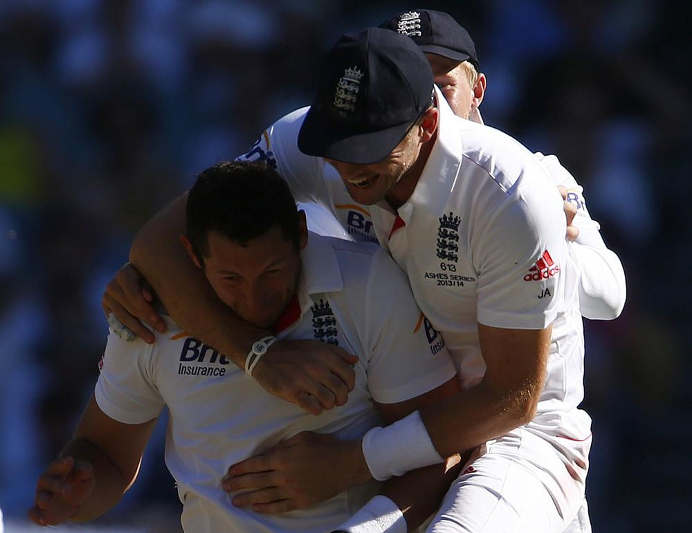 Ashes 2013-14: England finally enjoy decent day as bowlers put Australia on the rack