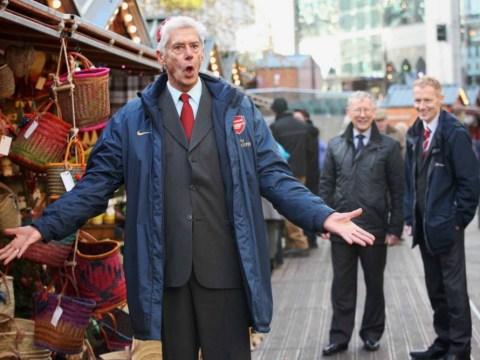 Worst lookalikes ever? 'Arsene Wenger', 'Sir Alex Ferguson' and 'David Moyes' leave shoppers bemused
