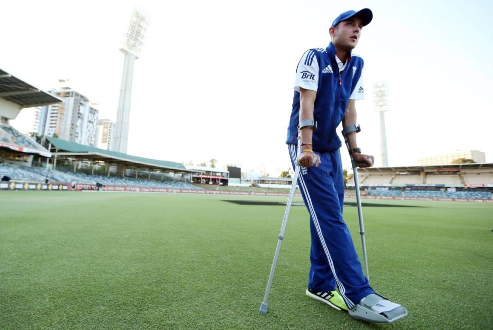 The Ashes 2013-14: Stuart Broad on crutches but still hopeful of playing again in series