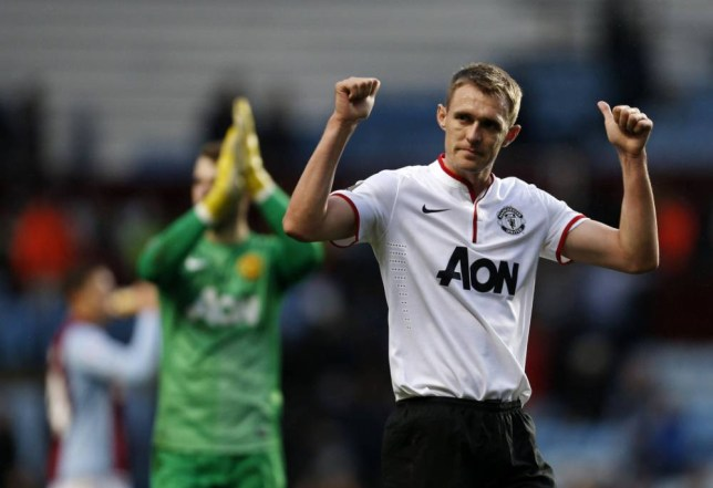 Manchester United's Scottish midfielder Darren Fletcher (R) gestures to the crowd at the end of the English Premier League football match between Aston Villa and Manchester United at Villa Park in Birmingham. (Picture: Getty)