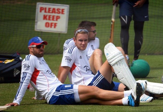 England duo Matt Prior and Stuart Broad stop suicidal man jumping from Darling Harbour bridge in Sydney