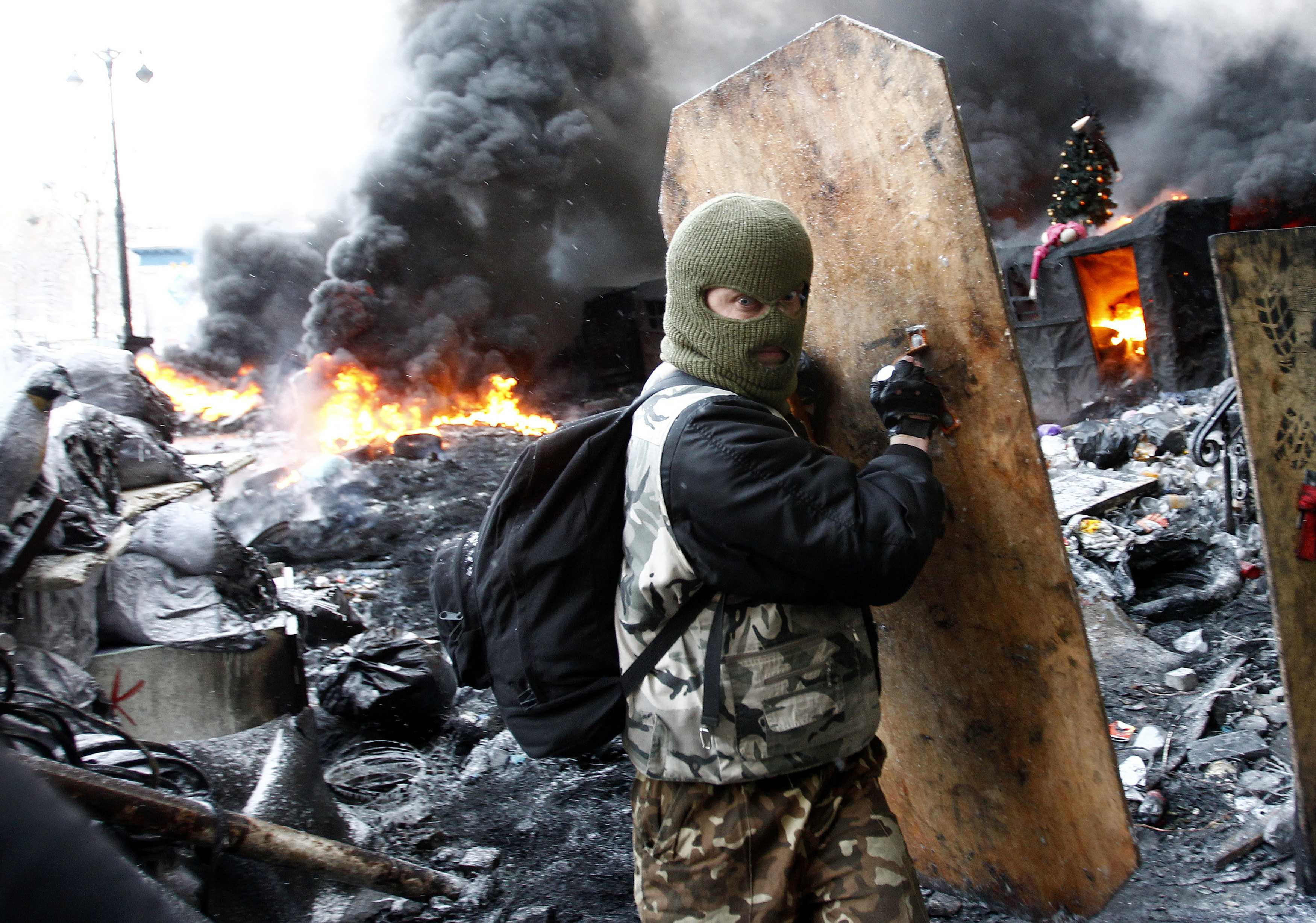 Gallery: Mass protest in Kiev continues as clashes intensify between police and protesters