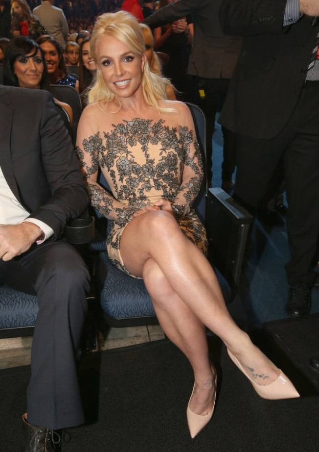 Smiling Britney Spears shows her support as ex Justin Timberlake dominates the 2014 People's Choice Awards