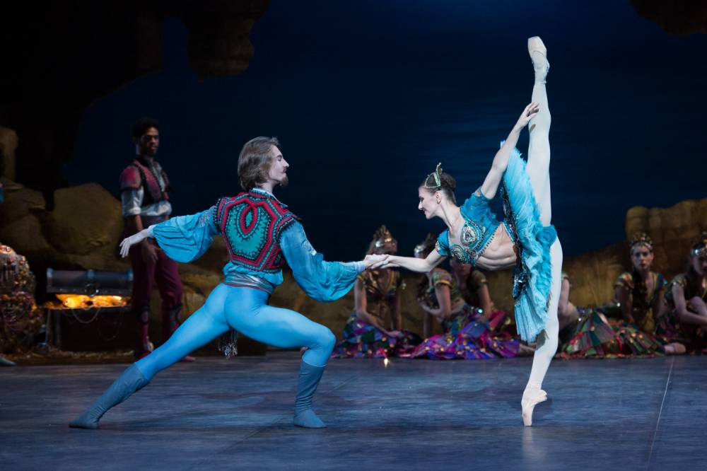 Vadim Muntagirov and Alina Cojacaru in the English National Ballet's Le Corsaire (Picture: Arnaud Stephenson)