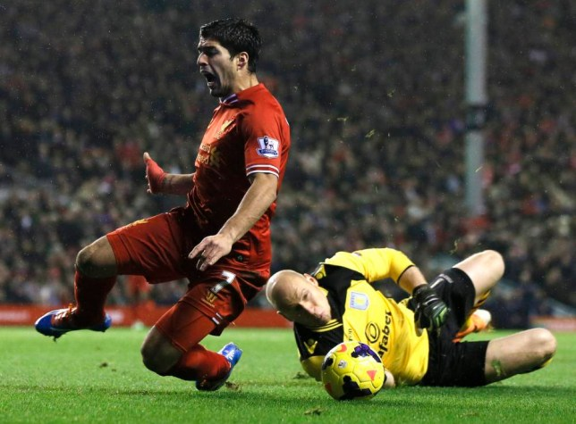 """Liverpool's Luis Suarez (L) is fouled by Aston Villa goalkeeper Brad Guzan during their English Premier League soccer match at Anfield in Liverpool, northern England January 18, 2014.  REUTERS/Phil Noble (BRITAIN - Tags: SPORT SOCCER) FOR EDITORIAL USE ONLY. NOT FOR SALE FOR MARKETING OR ADVERTISING CAMPAIGNS. NO USE WITH UNAUTHORIZED AUDIO, VIDEO, DATA, FIXTURE LISTS, CLUB/LEAGUE LOGOS OR """"LIVE"""" SERVICES. ONLINE IN-MATCH USE LIMITED TO 45 IMAGES, NO VIDEO EMULATION. NO USE IN BETTING, GAMES OR SINGLE CLUB/LEAGUE/PLAYER PUBLICATIONS"""