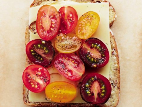 How to make a classic cheddar cheese and tomato sandwich