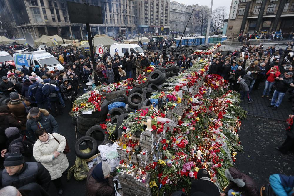 Ukraine crisis: Russia recalls ambassador as arrest warrant issued for Viktor Yanukovych