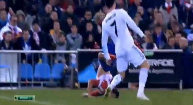 Javier Manquillo landed badly on his neck (Picture: YouTube)