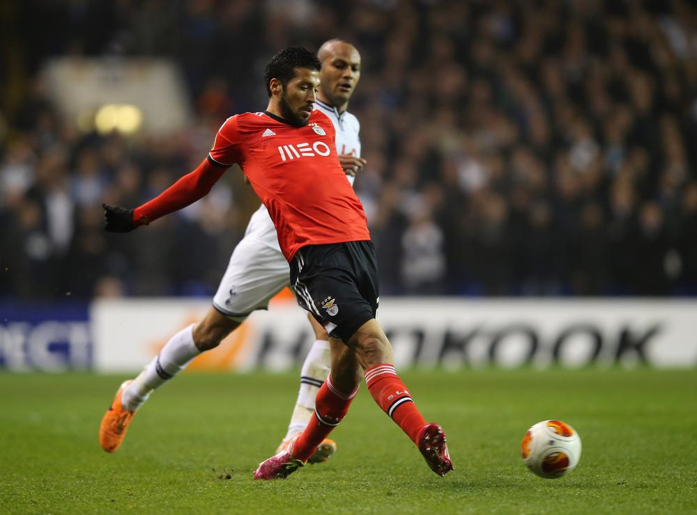 Manchester United target Ezequiel Garay continues to impress in Europa League