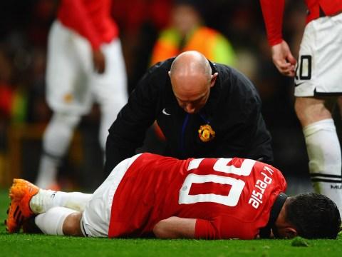 Manchester United sweat on Robin van Persie after Olympiakos injury