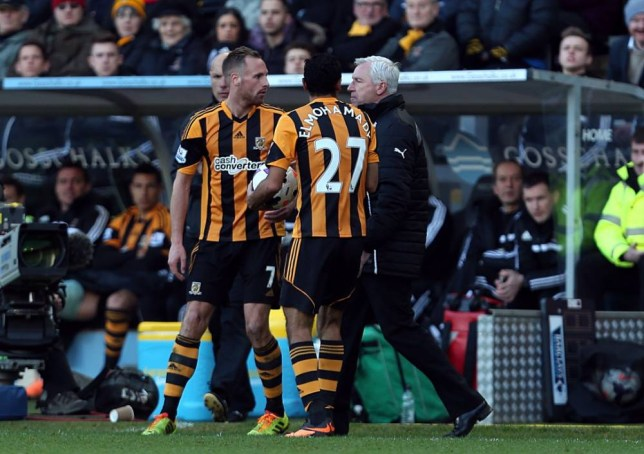 Newcastle United's manager Alan Pardew confronts Hull City's David Meyler (left) during the Barclays Premier League match at the KC Stadium, Hull. PRESS ASSOCIATION Photo. Picture date: Saturday March 1, 2014. See PA story SOCCER Hull. Photo credit should read: Lynne Cameron/PA Wire. RESTRICTIONS: Editorial use only. Maximum 45 images during a match. No video emulation or promotion as 'live'. No use in games, competitions, merchandise, betting or single club/player services. No use with unofficial audio, video, data, fixtures or club/league logos.