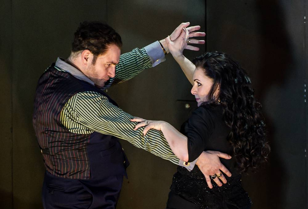 Rebecca Evans as Rodelinda and John Ainsley as Grimoaldo in the ENO's Rodelinda (Picture: Clive Barda)