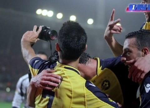 Maccabi Tel Aviv players take goal celebration selfies during win over rivals Hapoel