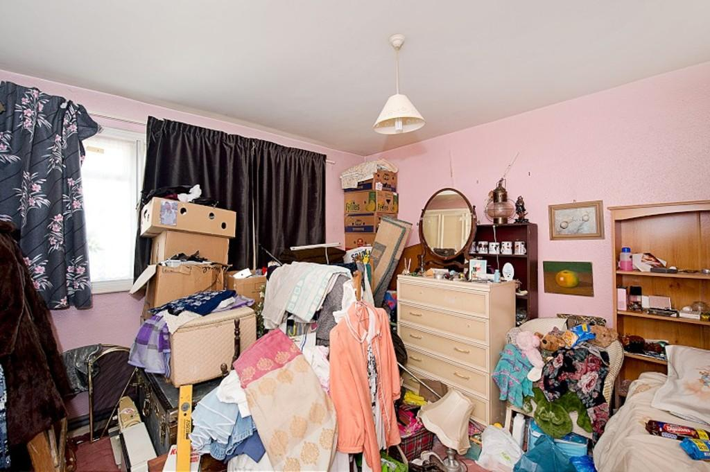Incredibly messy flat sells in London for full asking price in a matter of days