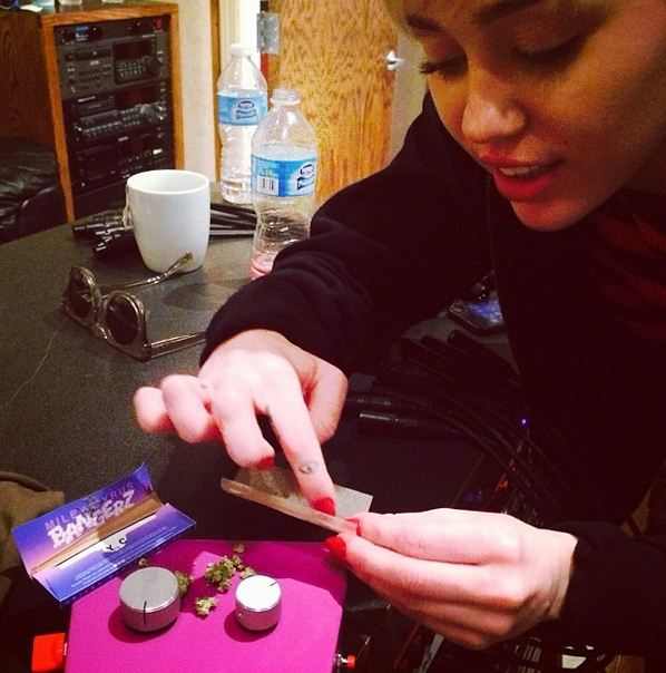 Miley Cyrus gets high in the recording studio (Picture: Wayne Coyne/Instagram)
