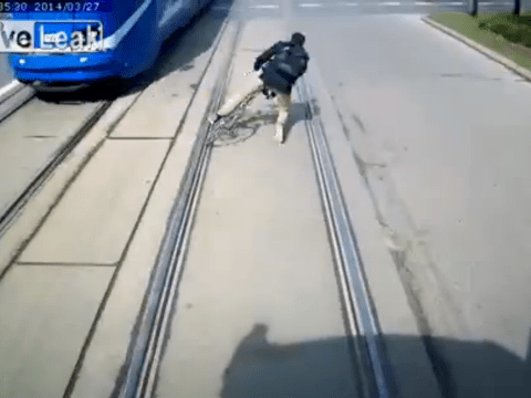 Risk-taking cyclist almost run over by a tram