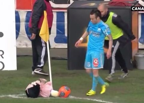 Bizarre! Betty Boop doll stops Marseille's Mathieu Valbuena taking corner