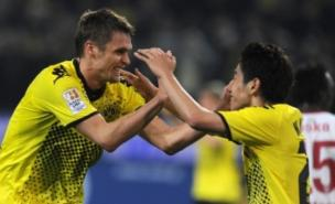 Shinji Kagawa (right) is a target for Manchester United and Chelsea (Getty)