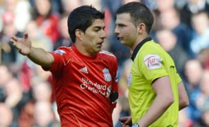 Luis Suarez was not impressed with referee Michael Oliver (AFP/Getty Images)