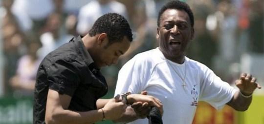 Robinho and Pele greet the Santos fans