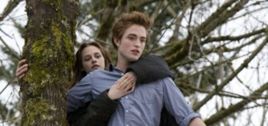 Kristen Stewart and Robert Pattinson star in Twilight : Eclipse