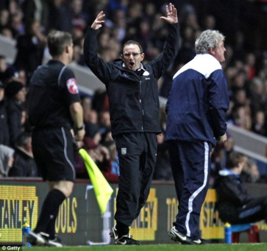 Martin O'Neill gestures to the assistant referee during Aston Villa's 1-1 draw against Sunderland