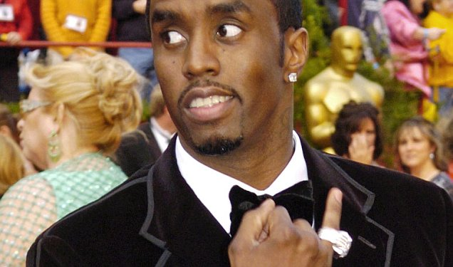 "** FILE ** Sean ""P. Diddy"" Combs arrives for the 77th Academy Awards in this Sunday, Feb. 27, 2005 file photo, in Los Angeles. Combs does not have to provide photos of his rings to a man who claims the rapper struck him outside a Hollywood club, a judge ruled Wednesday, Oct. 10, 2007. (AP Photo/Chris Pizzello)"