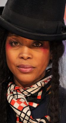 Erykah Badu strips naked, JFK assassination,Window Seat