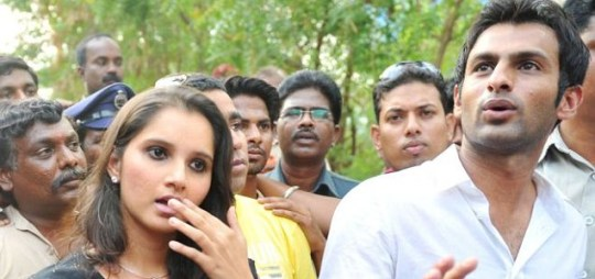 Sania Mirza and Shoaib Malik field questions from the media ahead of their proposed marriage