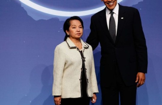 US president Barack Obama towers over Philippines president Gloria Macapagal-Arroyo as the 47-nation nuclear security summit opens
