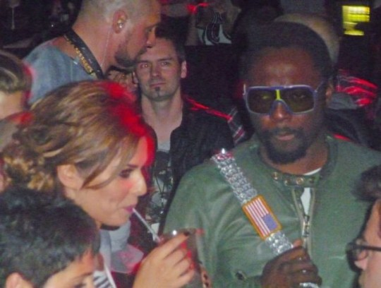Cheryl Cole and Will.i.am get cosy backstage