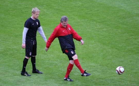 Fulham Manager Roy Hodgson and Damien Duff
