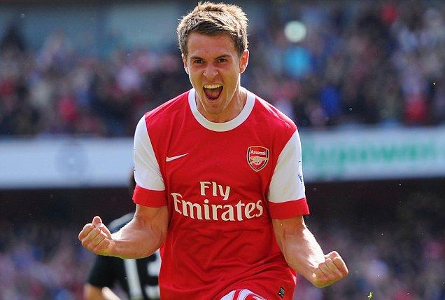 Arsenal's Aaron Ramsey scores v Manchester United celebrates