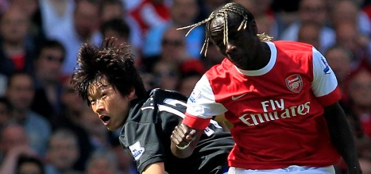 Arsenal's Bacary Sagna, right, goes for the ball with Manchester United's Ji-Sung Park