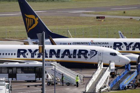 Ryanair planes grounded Grimsvotn volcano ash cloud
