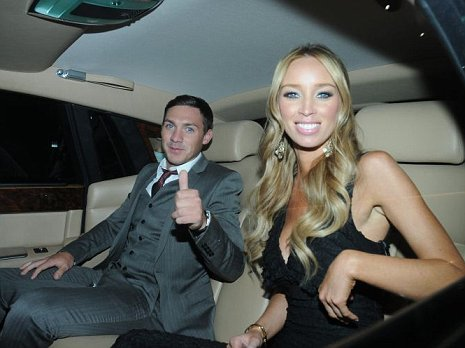 Lauren Pope and Kirk Norcross were spotted looking in jewellers' windows