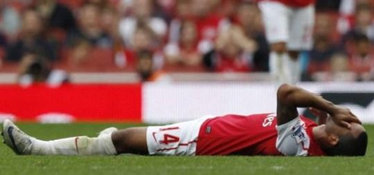 Theo Walcott injury Arsenal v Bolton