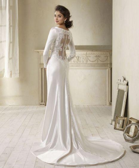 03e620f6360 Kristen Stewart s Twilight  Breaking Dawn wedding dress goes on sale ...