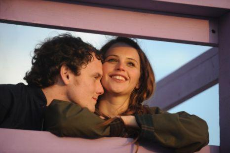 Anton Yelchin and Felicity Jones, Like Crazy