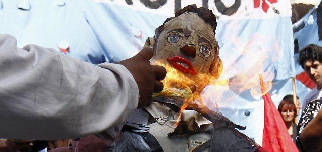 Prince William effigy Buenos Aires Falklands protests riots