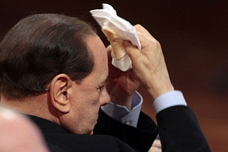 Berlusconi caught applying make-up