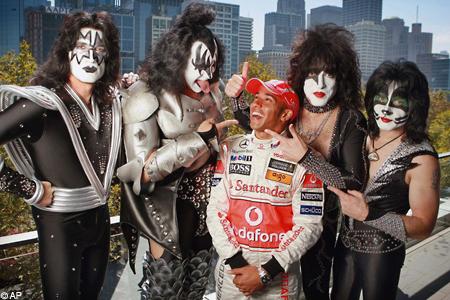 Lewis Hamilton and Kiss