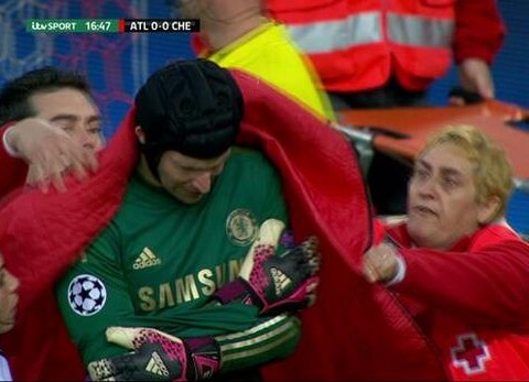 Petr Cech injury: Chelsea forced to use Mark Schwarzer against Atletico Madrid, Liverpool lick their lips