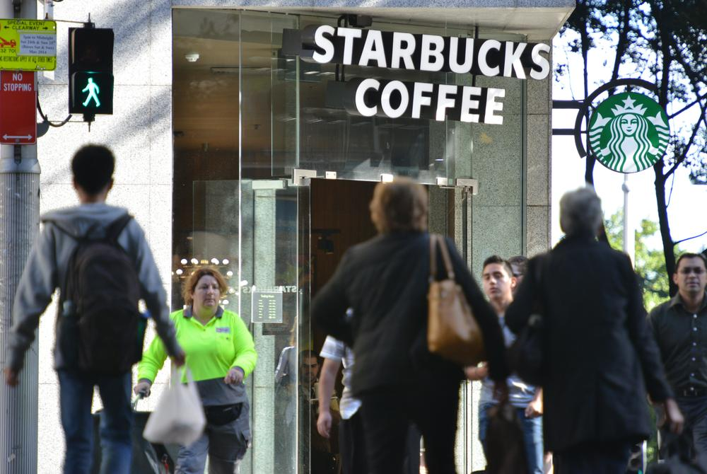 400 people in a row 'pay it forward' by paying for the person behind them in Starbucks, until someone ruins it all