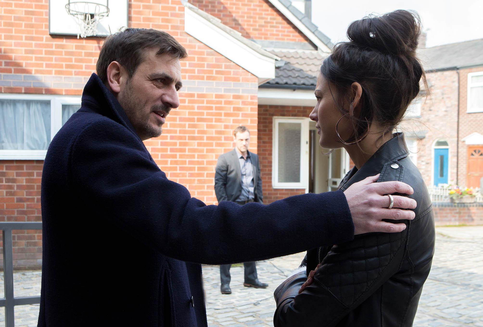 Who kills Tina McIntyre in Coronation Street? Angry Rob Donovan watches on as Peter Barlow cosies up to Tina