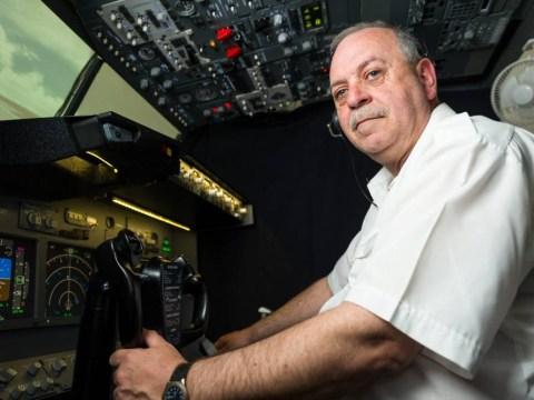 Pilot wannabe spends £10,000 converting spare room into Boeing 737 flight simulator