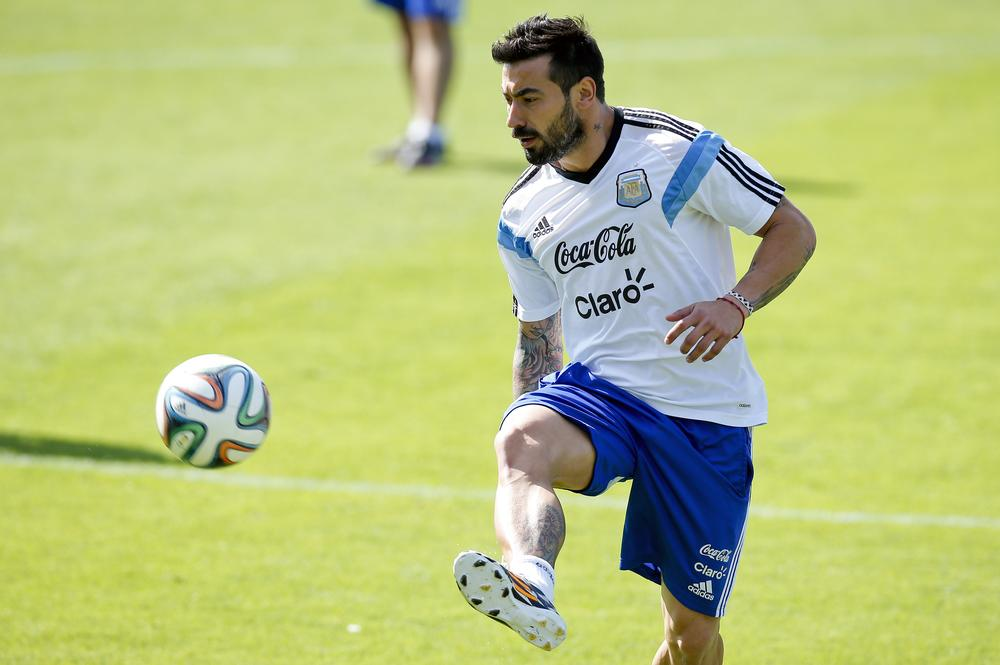 Can Ezequiel Lavezzi fill the void left by Sergio Agüero to inspire Argentina?